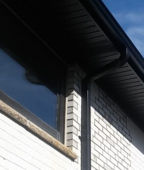 eavestrough-and-gutter-repair-image-showing-a-good-eavestrough